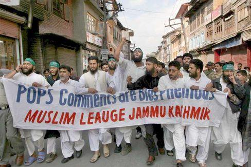 Demonstranten in der Kaschmir-Region: Wütender Protest gegen den Papst