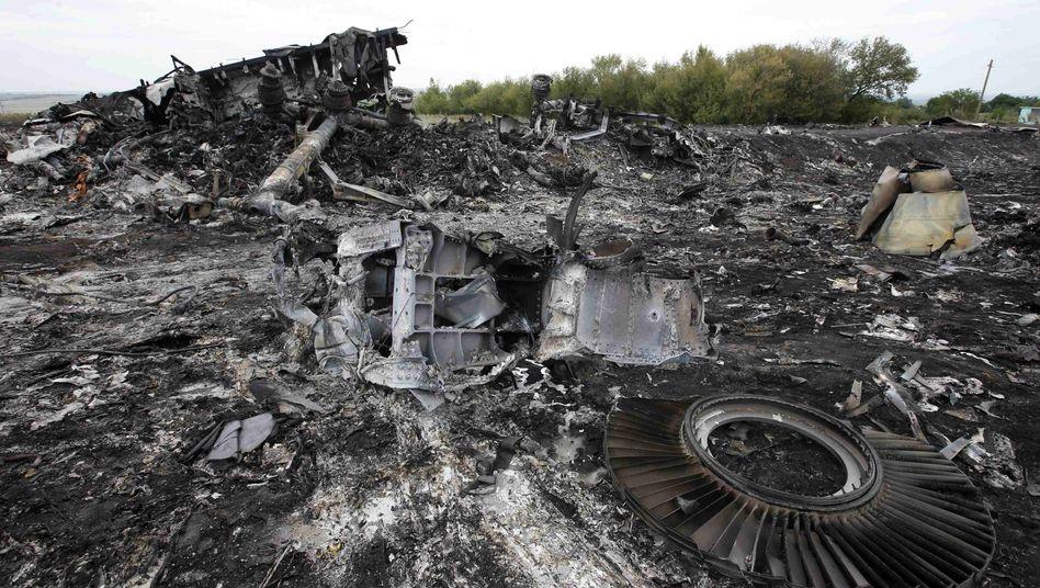 Trümmer von Flug MH17 in der Ukraine: Absturz nahe der russischen Grenze
