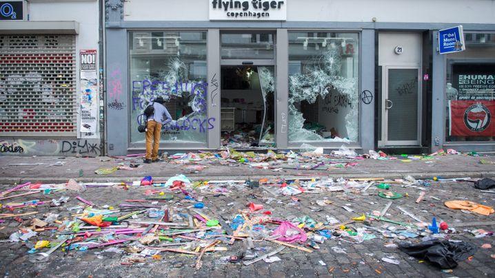 Photo Gallery: A Hamburg Neighborhood Digs Out