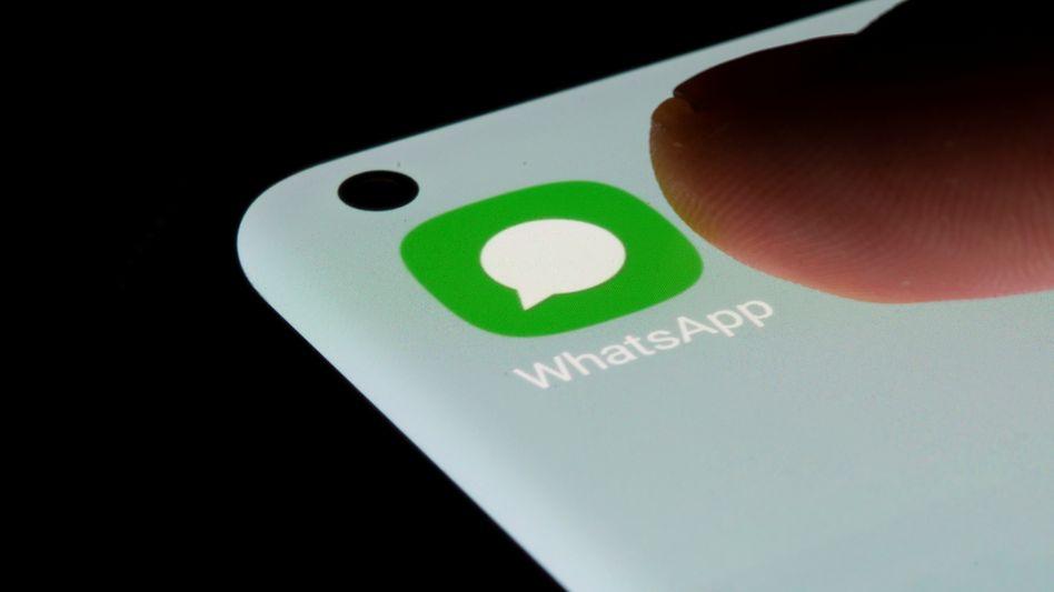 WhatsApp auf einem Smartphone: Welche Daten wohin gelangen, ist selbst für Datenschützer unverständlich