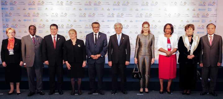 WHO-Konferenz mit Mugabe (links) und Direktor Tedros (4.v.l.)