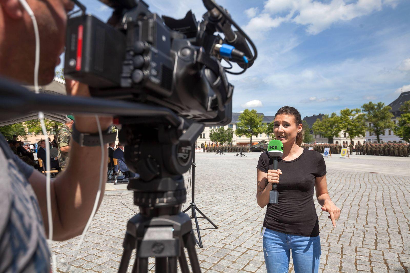 Die Reporterin Maria Janssen des Russischen Fernsehsender Russia Today RT berichtet am 21 06 2017 be