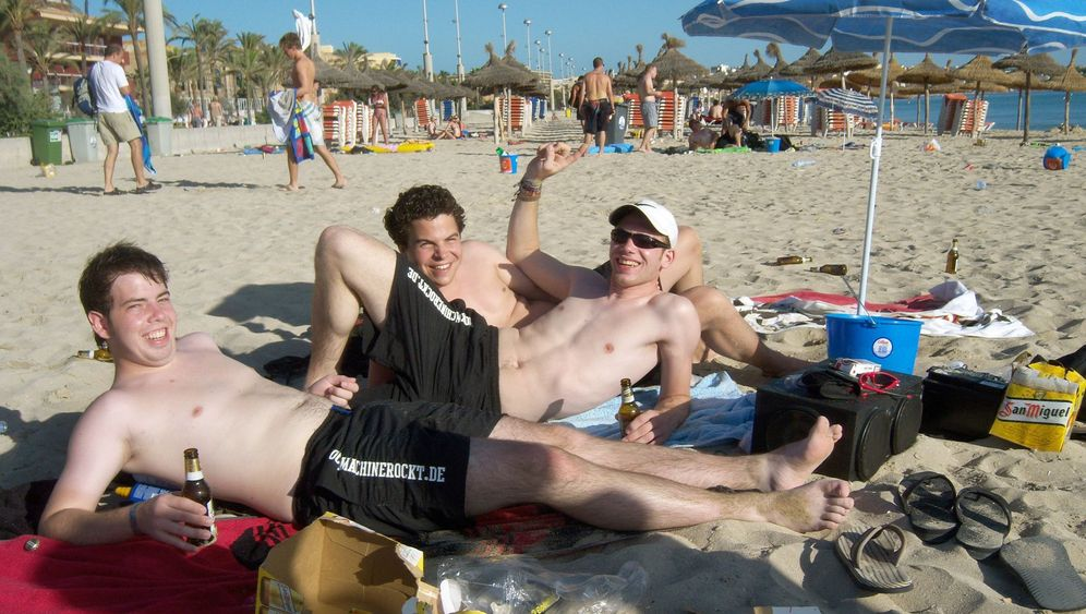 Photo Gallery: Days Numbered for Boozy German Tourists on Mallorca