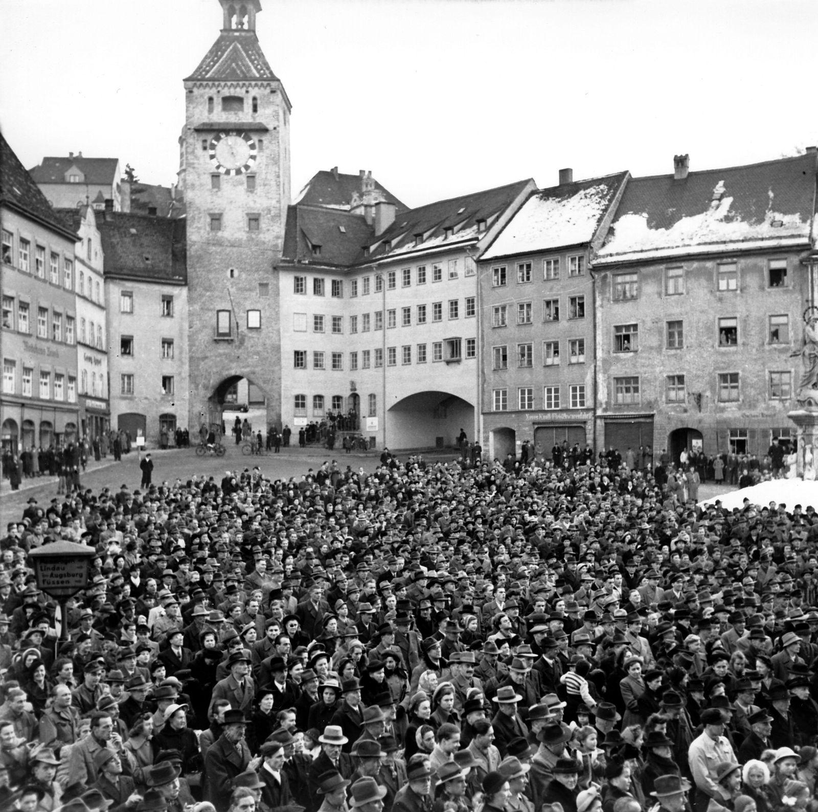 Demonstrationen - In Landsberg gegen die Vollstreckung der Todesurteile an verurteilten Kriegsverbrechern