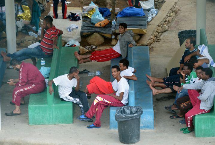 """Flüchtlinge im Auffanglager in Lampedusa: """"Eine Schande"""""""