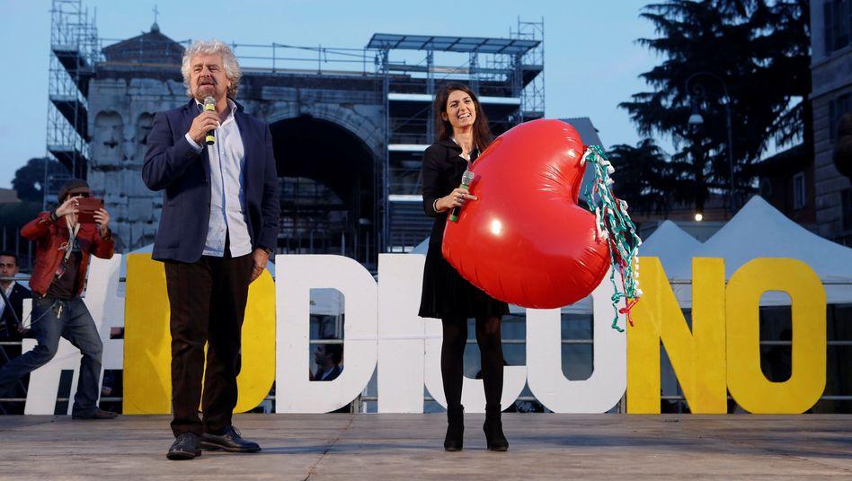 Spaßvogel oder Horrorclown? Beppe Grillo (hier mit Roms Bürgermeisterin Virginia Raggi am 26. November 2016)