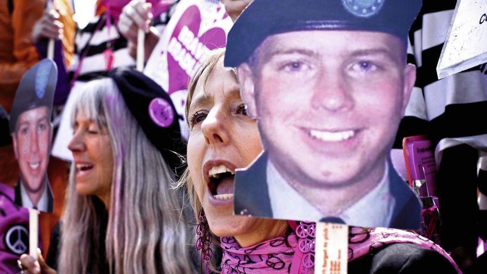 Demonstration von Manning-Anhängern: »Weltweit Debatten anzetteln«