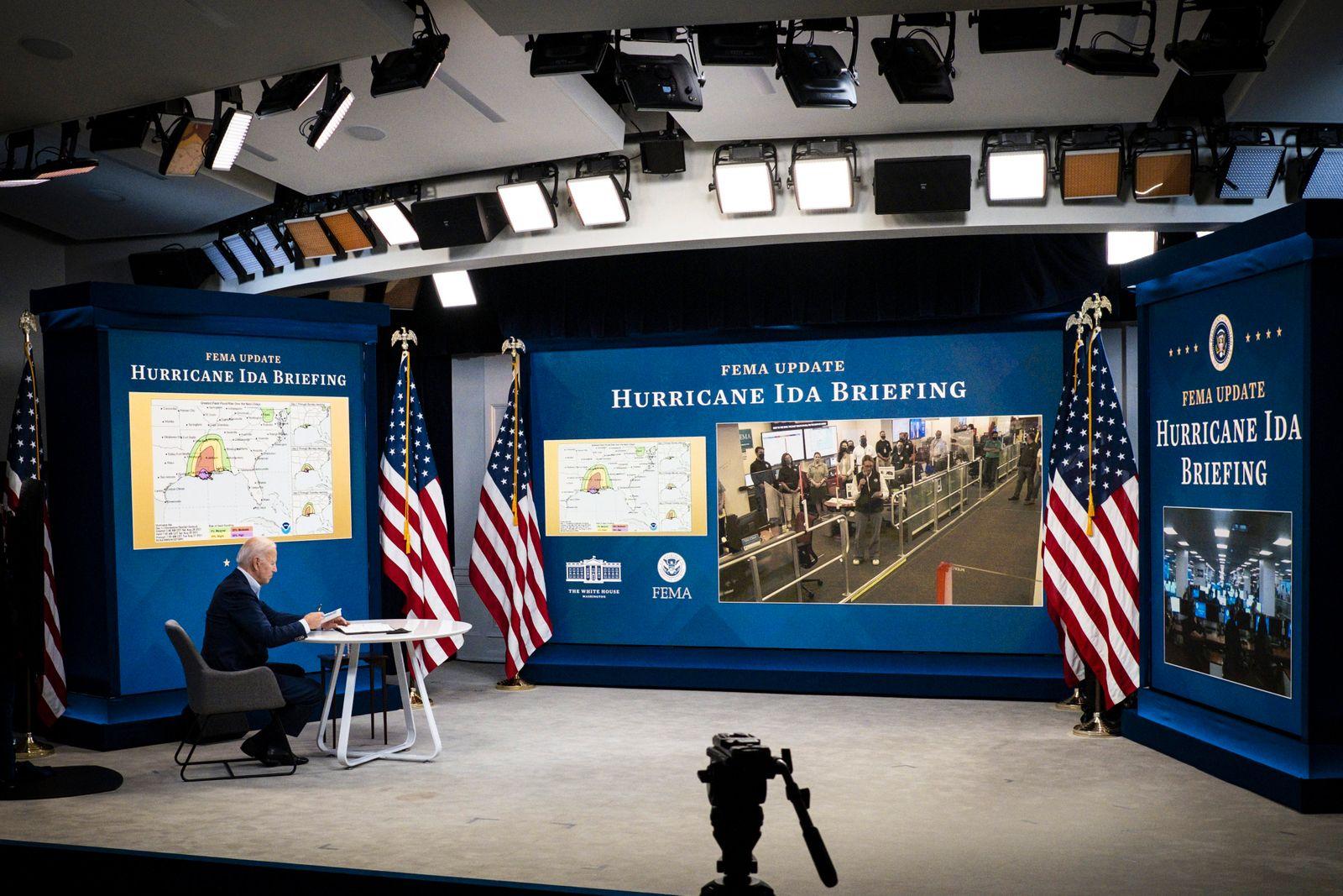 Hurrikan Ida: US Präsident Biden im FEMA Hauptquartier in Washington