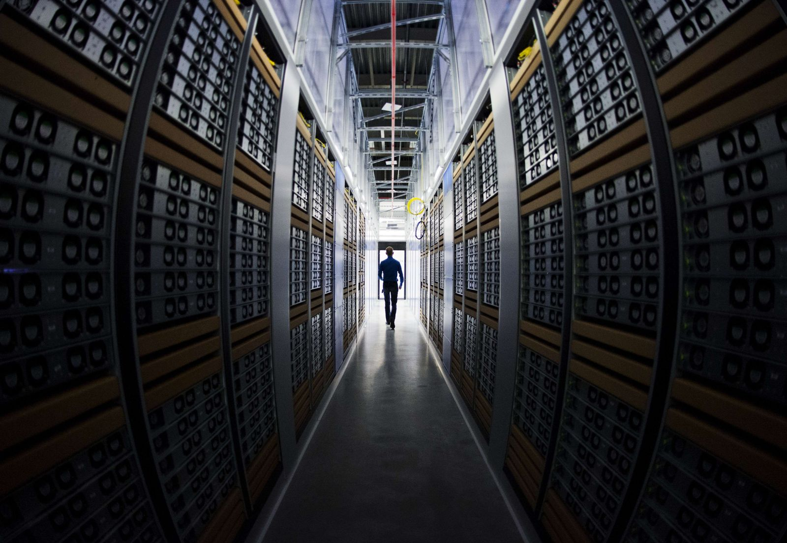 Facebook / Server