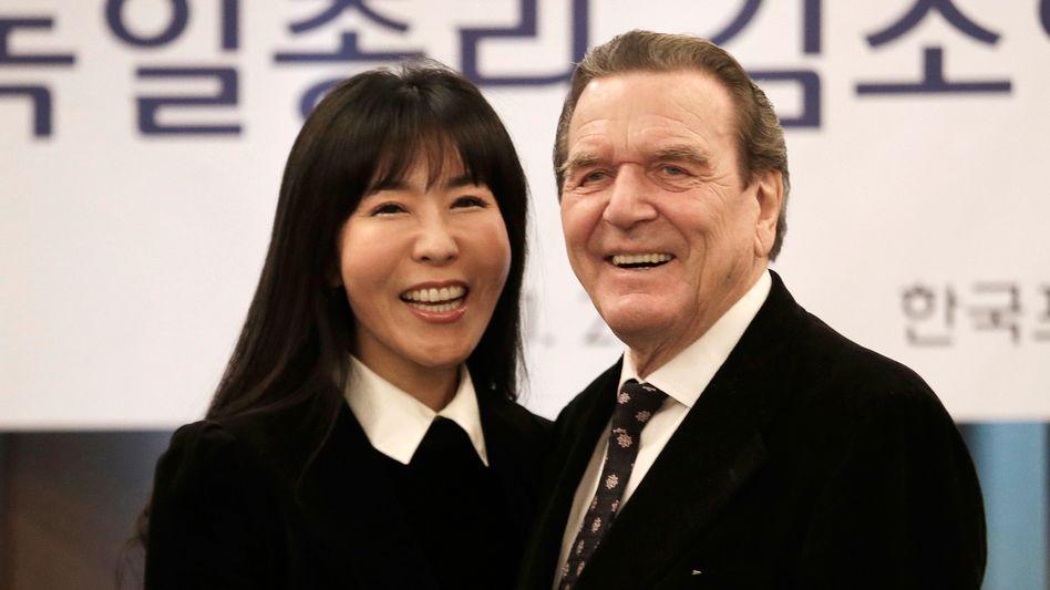Altbundeskanzler Gerhard Schröder und seine Lebenspartnerin Soyeon Kim
