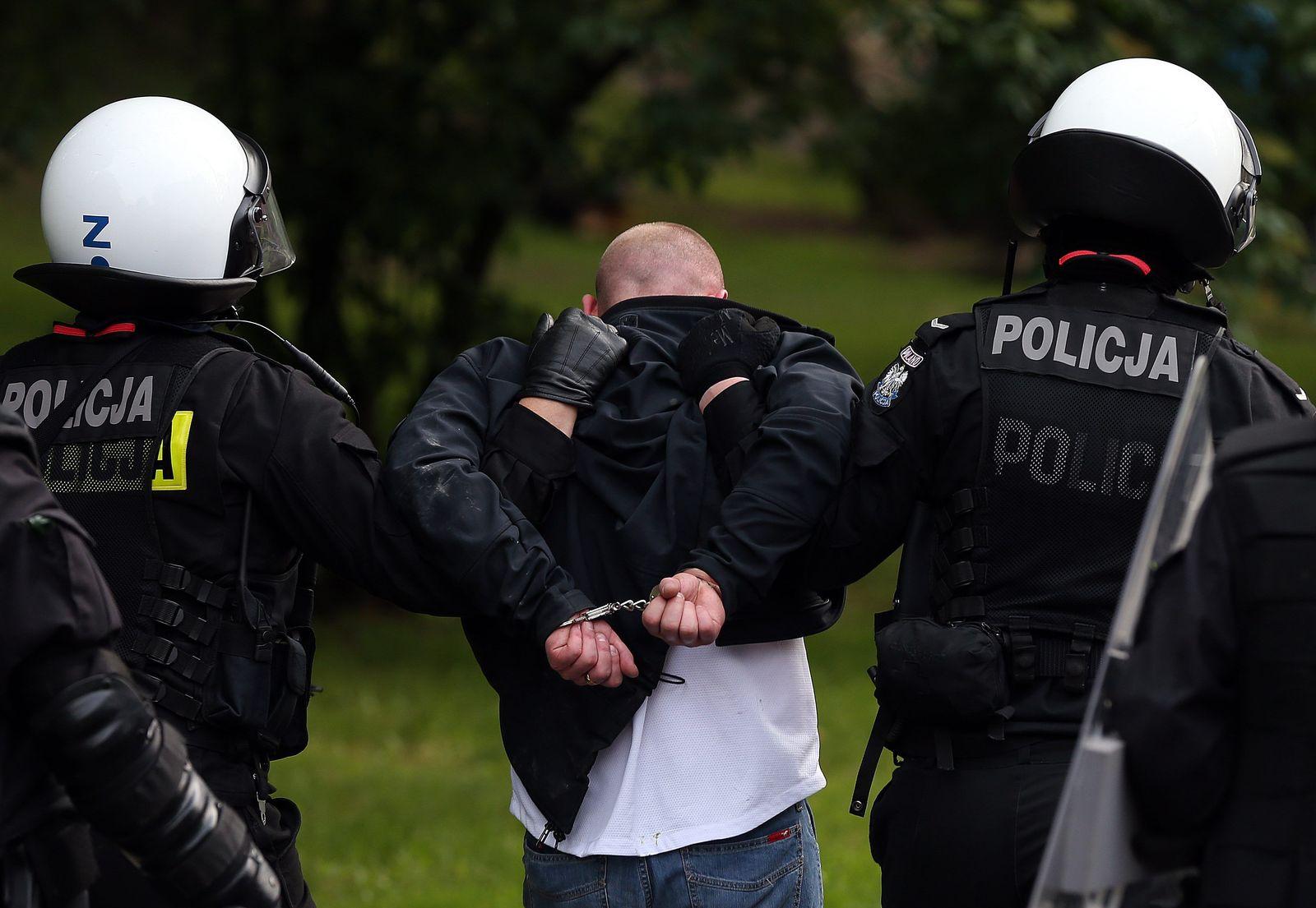 NICHT VERWENDEN Warsch/ Hooligan/ EM 2012/ Polen/ Russland