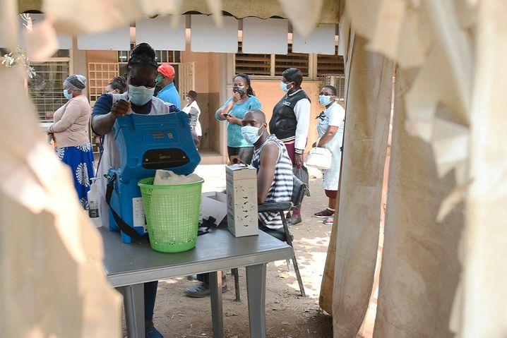 Wettlauf gegen die Zeit: Die Impfdosen, die an Kenia gespendet wurden, müssen schnell verbraucht werden – sonst landen sie hier auf dem Müll