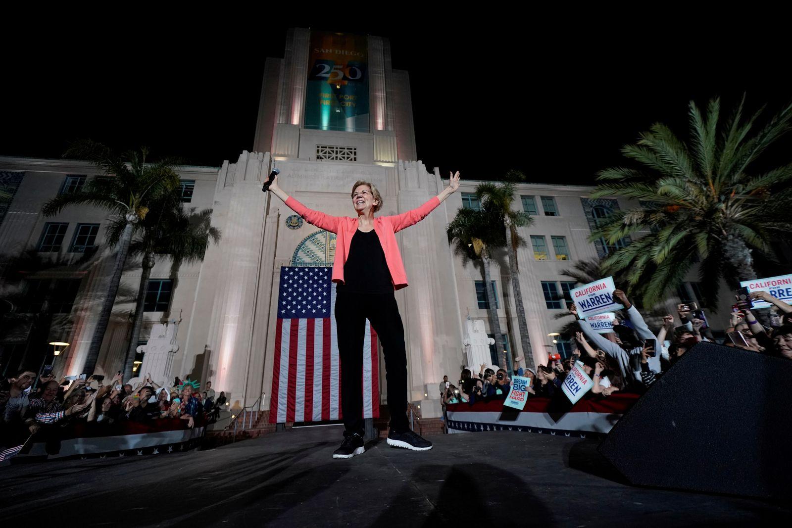 U.S. democratic presidential candidate Elizabeth Warren holds an outdoor rally in San Diego, California