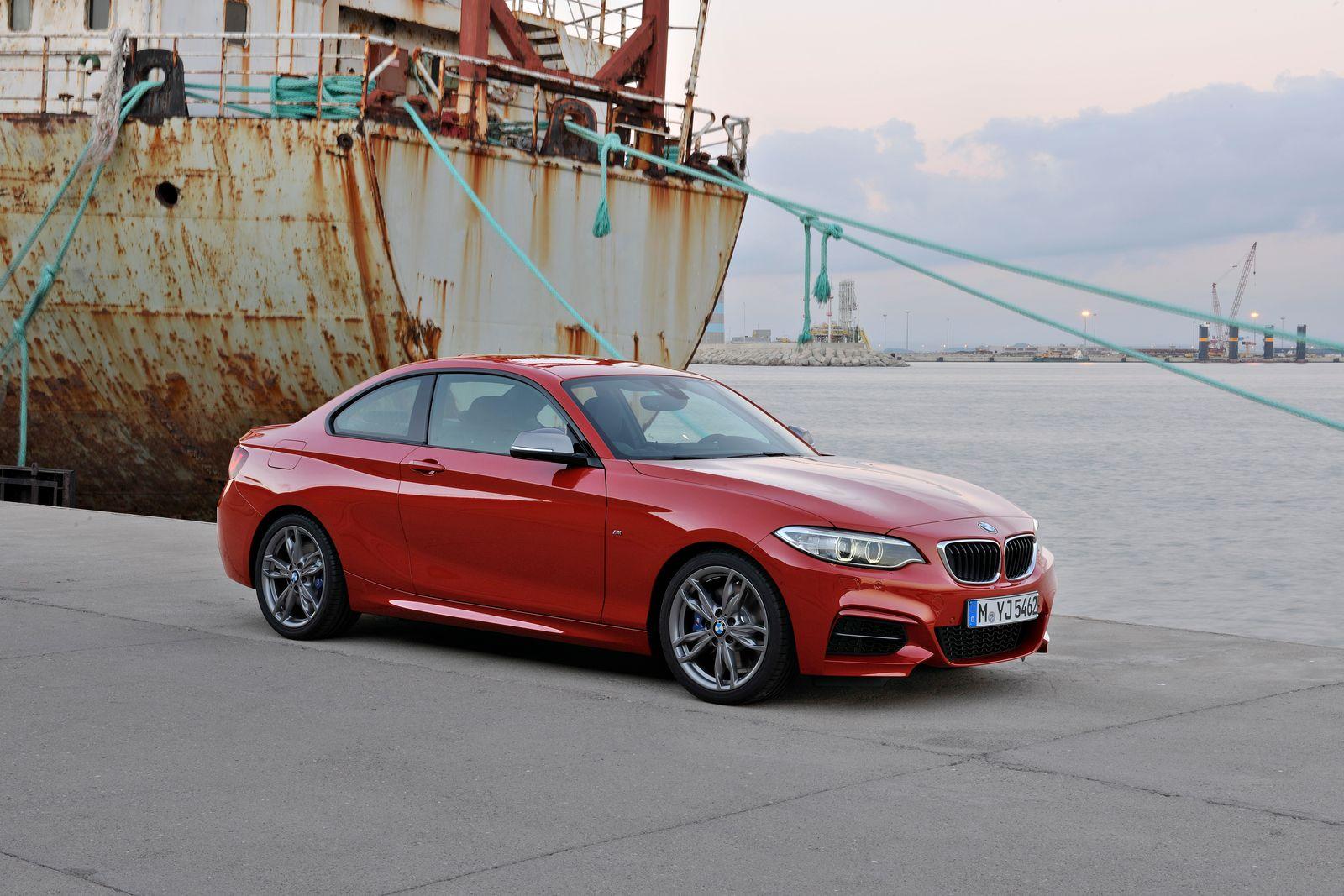BMW 2er / SPERRFRIST, Freitag, 25.10.2013, 0.01 Uhr