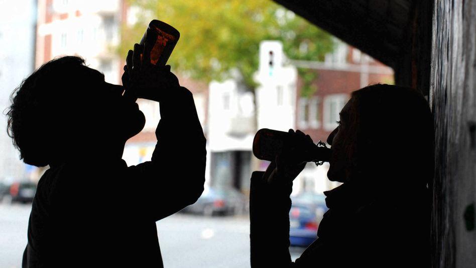 Trinkende Jugendliche in Münster (nachgestellte Szene)