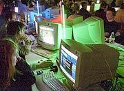 Lan-Party: Virtuelle Duelle in düsteren Turnhallen