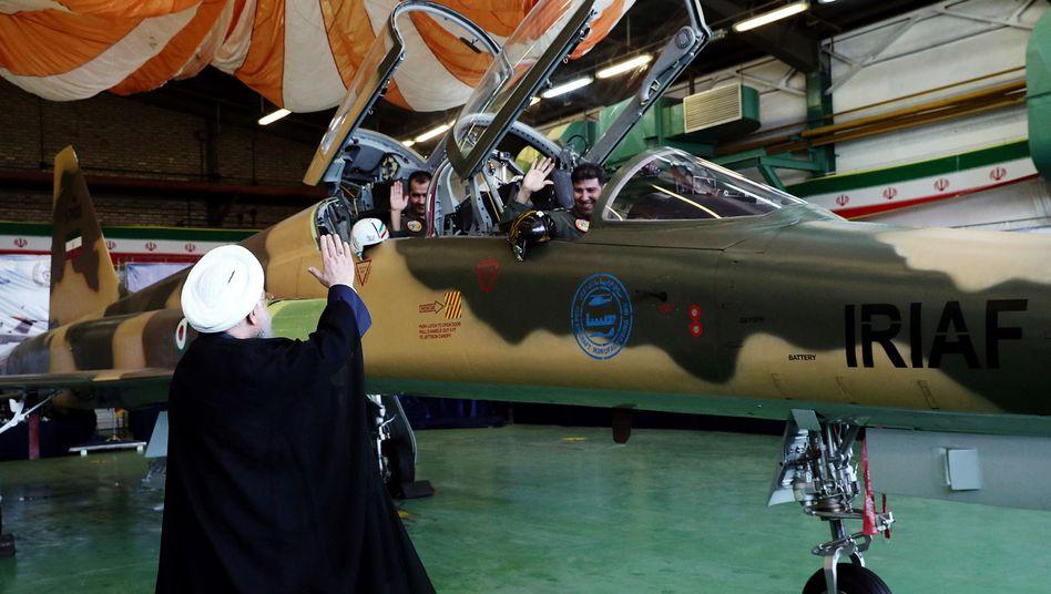 Iranischer Präsident Rohani, neuer Kampfjet