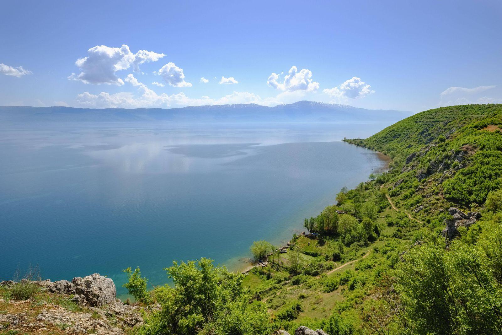 Ohridsee nahe Lin Region Korca Albanien Europa *** Ohrid lake near Lin region Korca Albania Europ