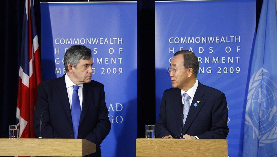 """Britischer Premier Gordon Brown (l.), Uno-Chef Ban Ki Moon: """"Deutliche politische Nachricht"""""""