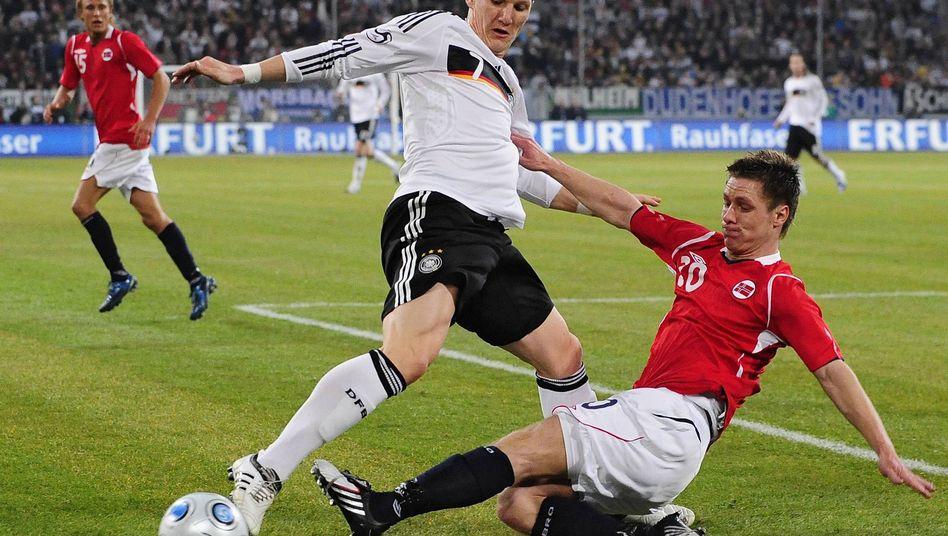 """Nationalspieler Schweinsteiger (l., gegen Norwegen): """"Da zuckt man zusammen"""""""