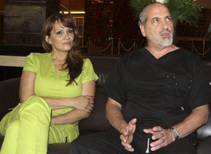"Leibarzt Carlos Felipe Chaux mit Kollegin: ""Maradona ist wohlauf"""