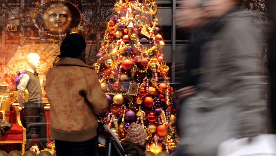 Weihnachtliches Schaufenster in Berlin: Kauflaune bleibt trotz leichter Eintrübung hoch