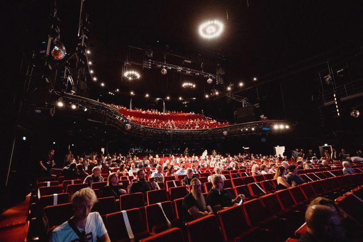 Reeperbahn-Festival-Eröffnung im Operettenhaus: Den Sorgen trotzen