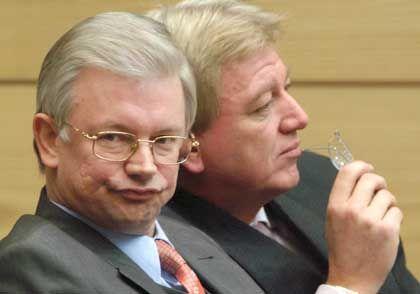 Hessens Ministerpräsident Koch, Innenminister Bouffier: Initiative im Bundesrat