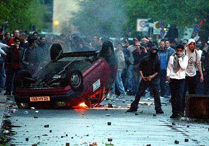 Bilder wie diese vom Krawall in Kreuzberg am 1. Mai befürchtet die Polizei auch, wenn der US-Präsident in die Stadt kommt