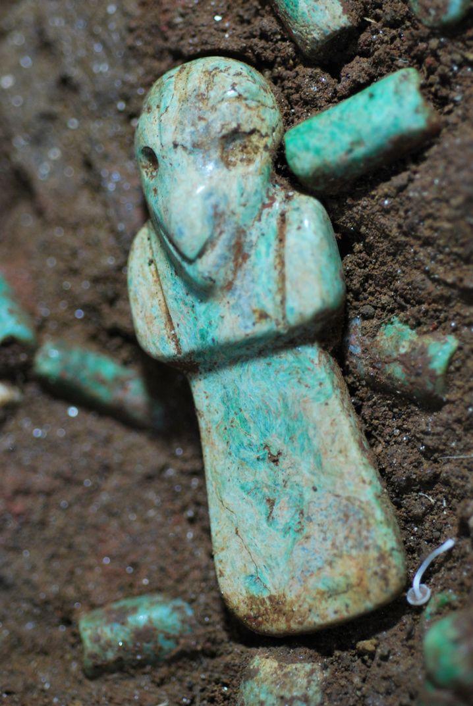 """""""Großvater Geier"""": Jadefigur aus dem Grab von K'utz Chman"""