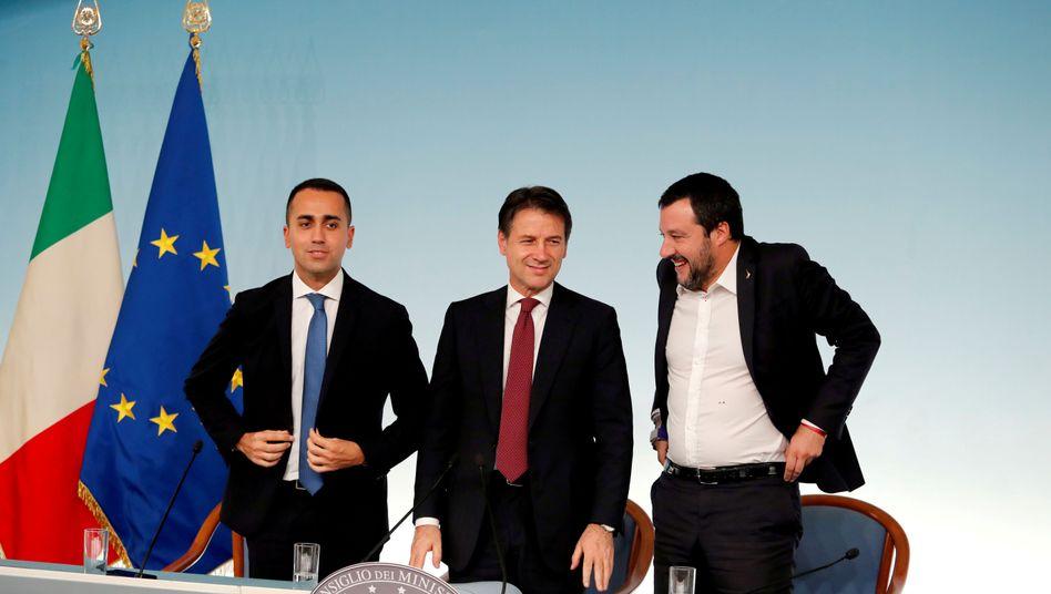 Arbeitsminister Luigi Di Maio (Fünf Sterne), Premier Giuseppe Conte (parteilos), Innenminister Matteo Salvini (Lega)