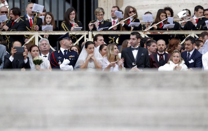Frischvermählte Paare bei der Generalaudienz: Was tun, wenn's nicht die erste Hochzeit ist?
