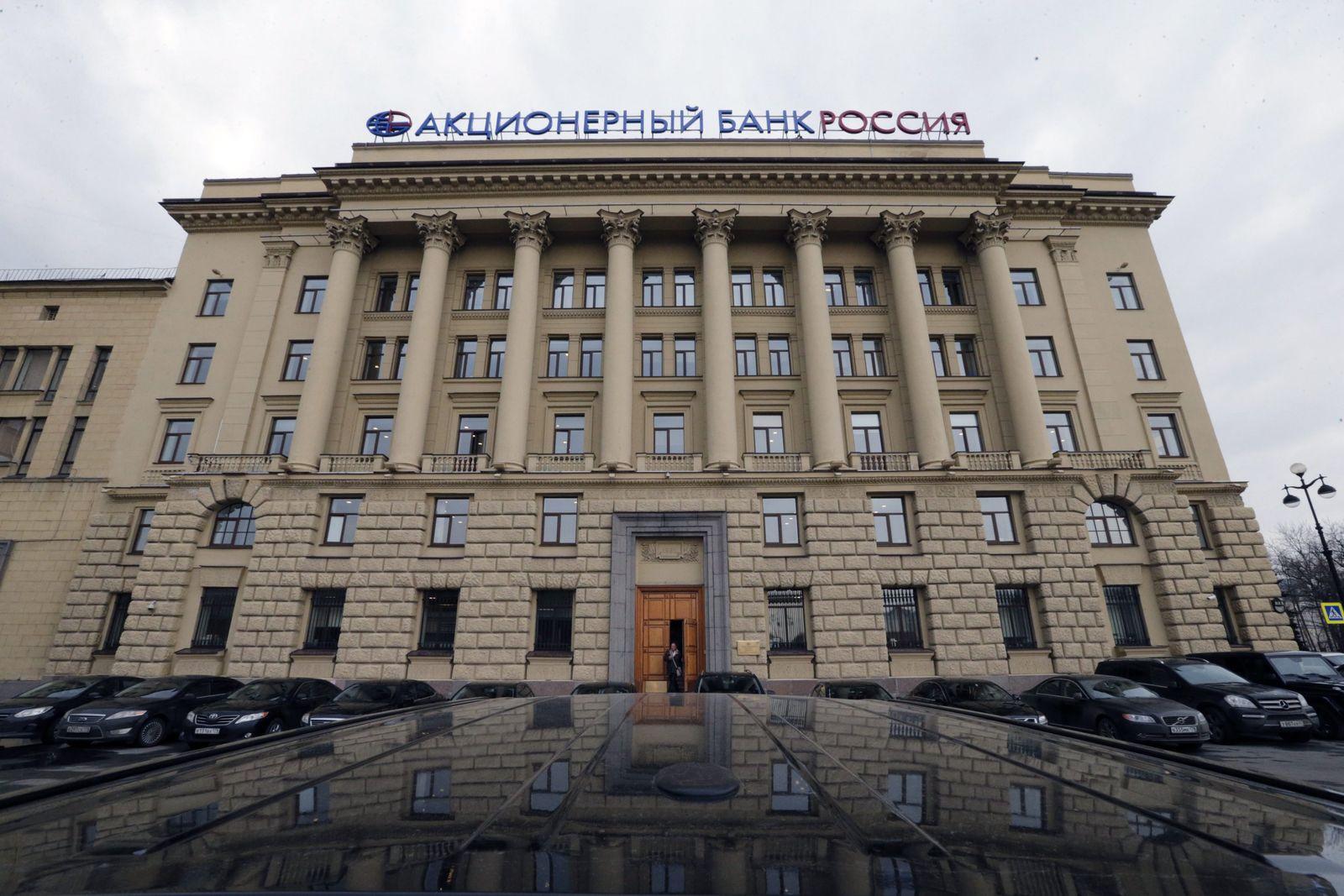 US, EU, Russia ramp up sanctions over Crimea action