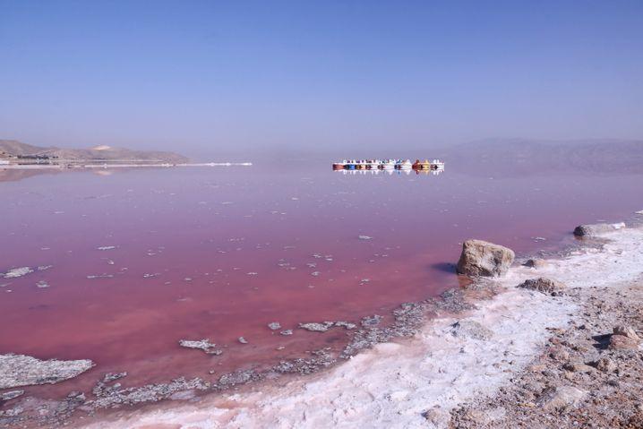 Maharloo-See im Iran: Die Farben reichen von Rosa über Orange bis hin zu Rot