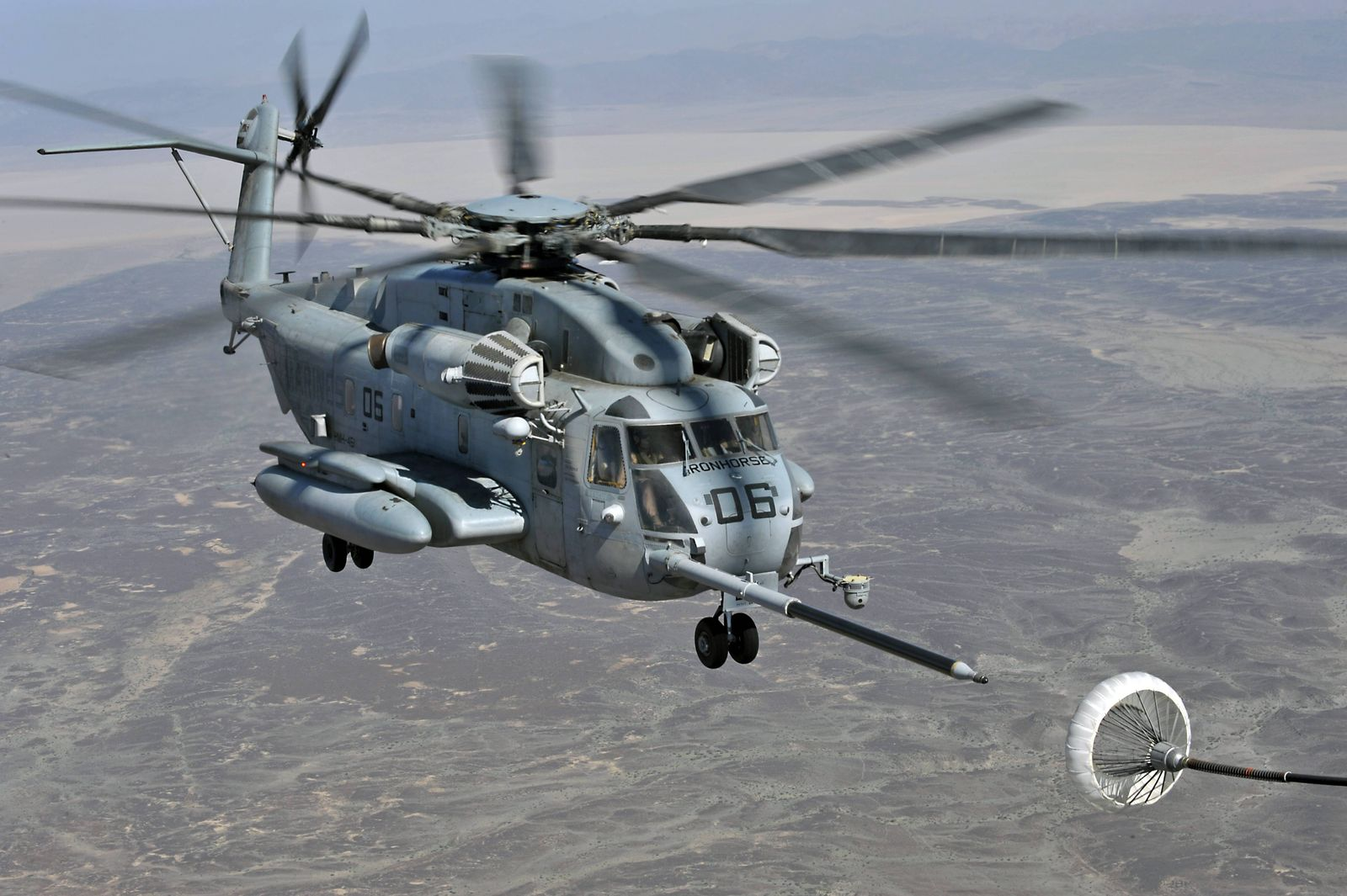Grand Bara Djibouti April 23 2009 A Marine Corps CH 53E Super Stallion helicopter approaches an