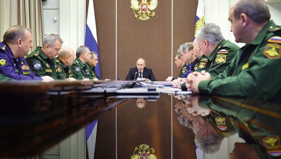 Präsident Putin, russische Militärs am 24. November in Sotschi