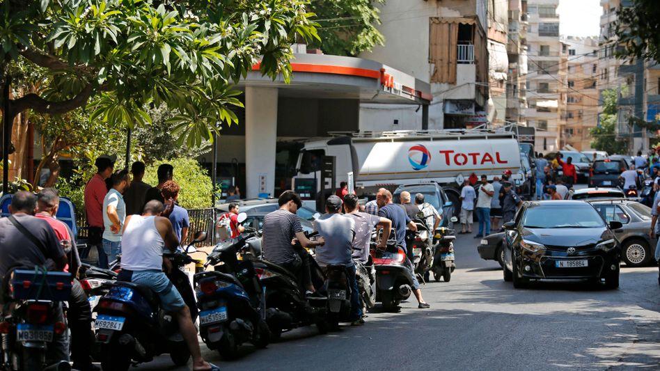Andrang an einer Tankstelle in Beirut: Der Libanon erlebt die schlimmste Versorgungskrise seit Jahren