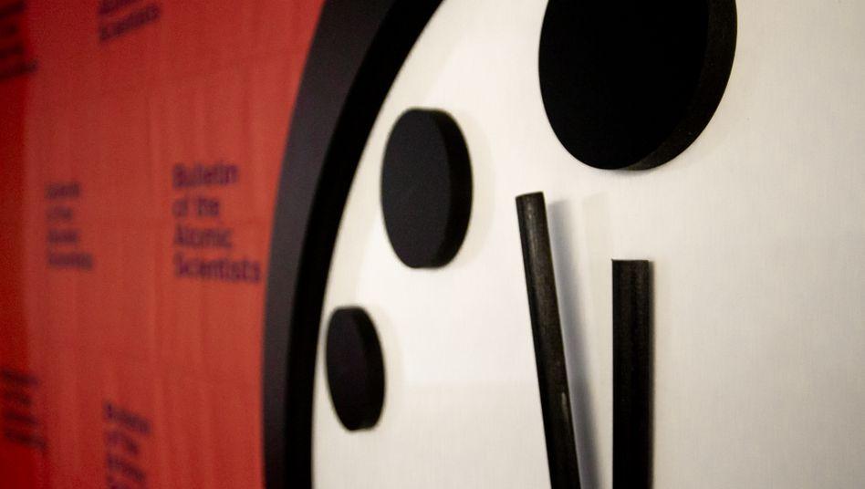 »Doomsday Clock«: Atomkriege, Klimawandel und Fake News sind laut den Forschern die größten Bedrohungen