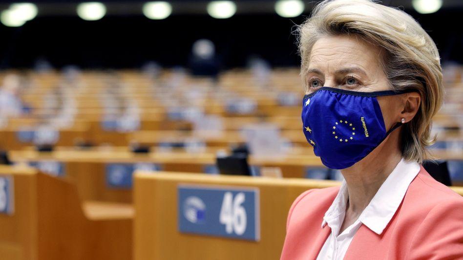 Ursula von der Leyen bei ihrer Rede im Europaparlament: »Dies zeigt, wie weit der Weg noch ist, bis Frauen als Gleiche behandelt werden«