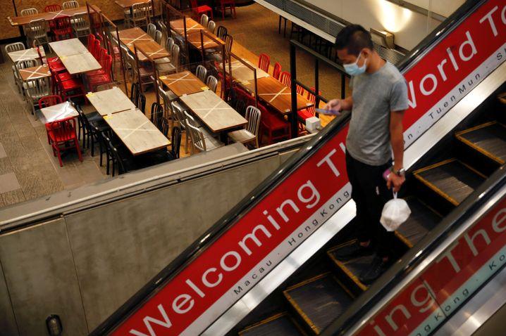 Allgemeine Maskenpflicht und Essen nur noch zum Mitnehmen: In Hongkong gelten wieder schärfe Corona-Beschränkungen