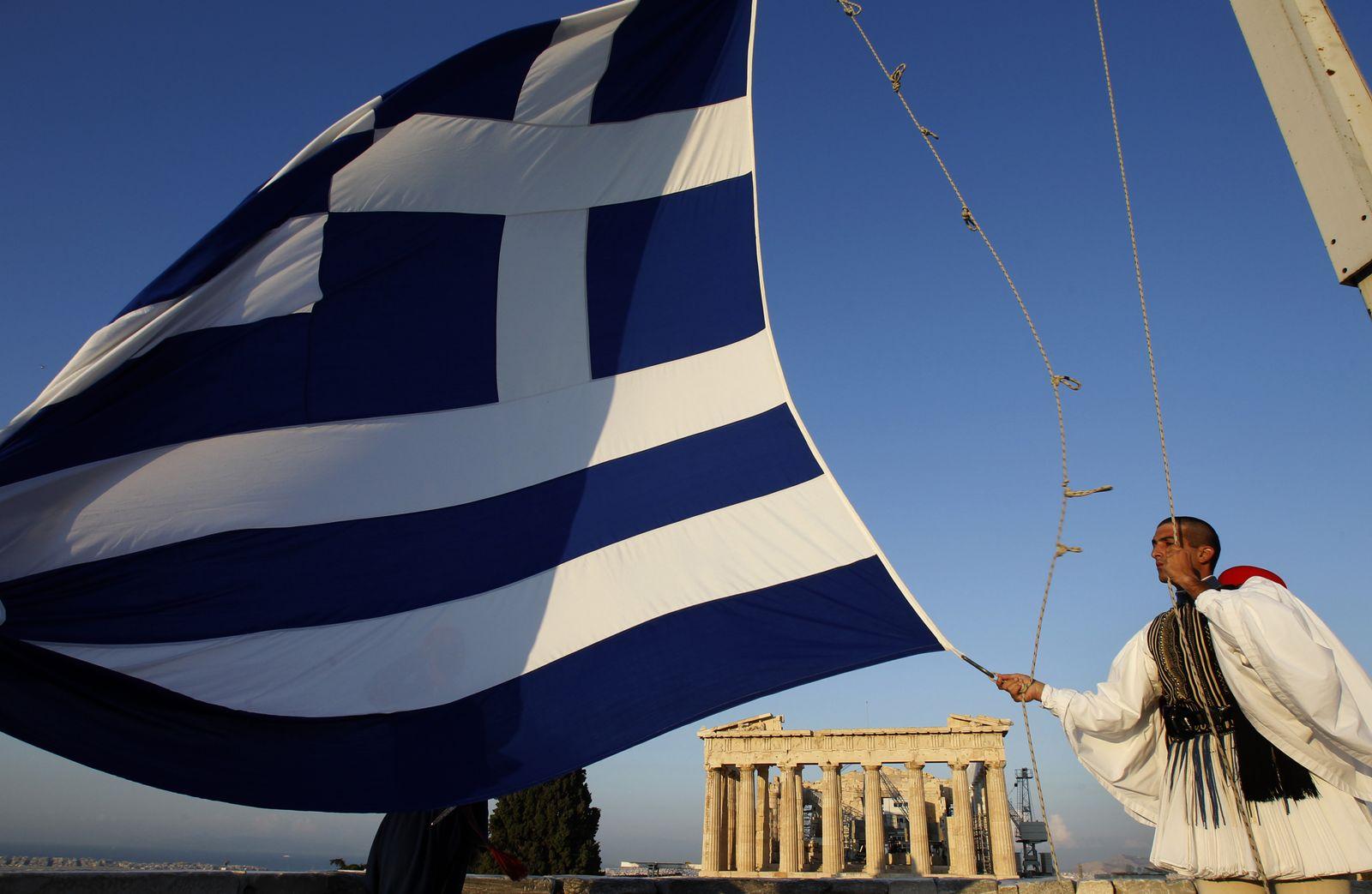 Griechenland / Akropolis / Flagge