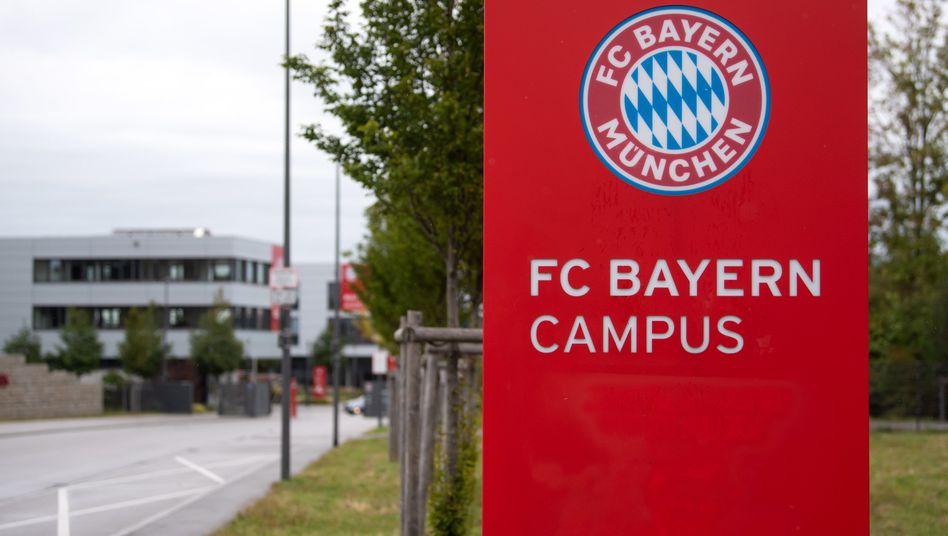 Es geht um Rassismusvorwürfe, die sich auf dem Campus des FC Bayern ereignet haben sollen