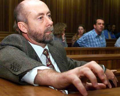 """""""Dr Tod"""": Wouter Basson beim Beginn seiner Gerichtsverhandlung am 4. Oktober 1999"""