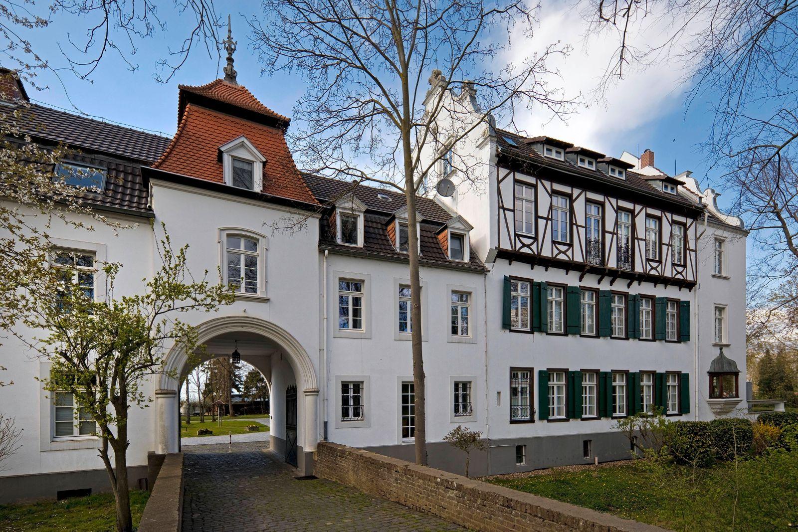 Vorburg und Herrenhaus, Burg Blessem, Erftstadt, Nordrhein-Westfalen, Deutschland, Europa *** Forecastle and manor house