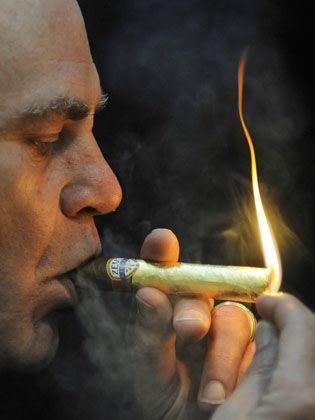 """Millionär mit """"Golden Zeus""""-Zigarre (400 Euro): Bedenkliches Wohlstandsgefälle"""