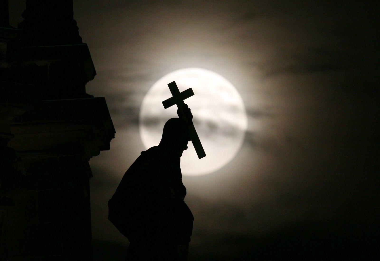 Kreuz/ Kirche