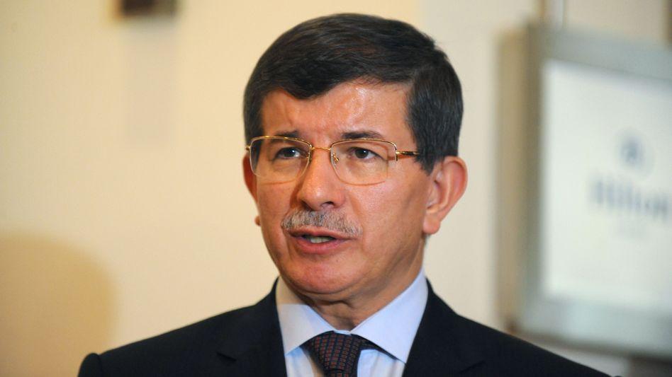 Türkischer Außenminister Davutoglu: Verbot für syrische Flugzeuge