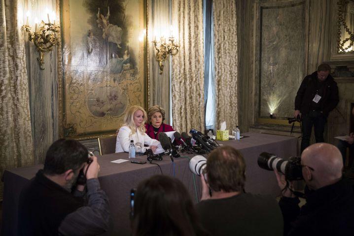 Deschamps und Allred bei der Pressekonferenz