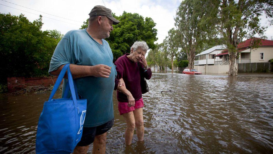 Überschwemmungen in Australien: Fluten reißen Menschen undAutos mit