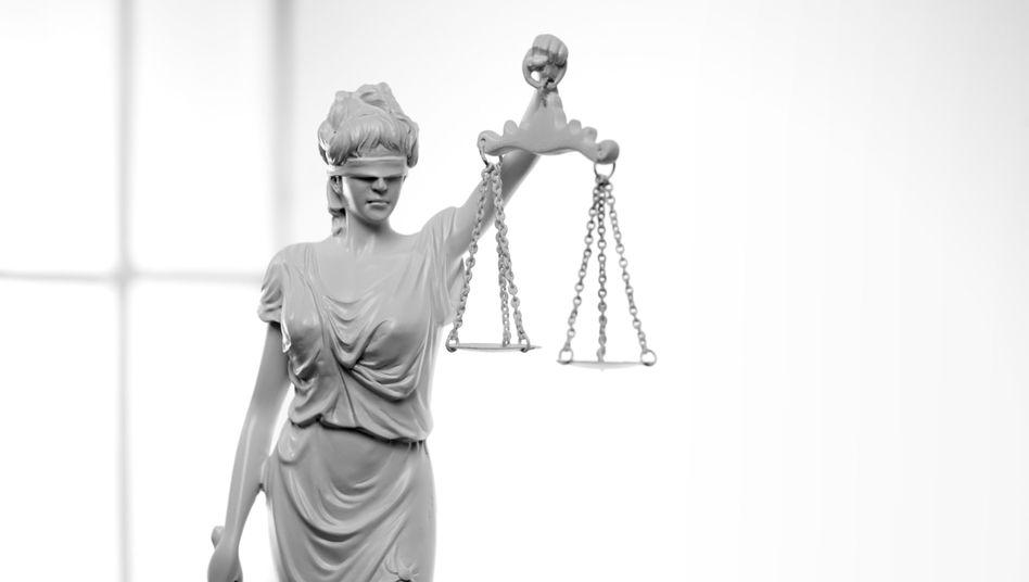 """Justitia: Blind, schon klar - aber auch """"eine Prostituierte""""?"""